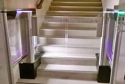 Турникет на лестнице